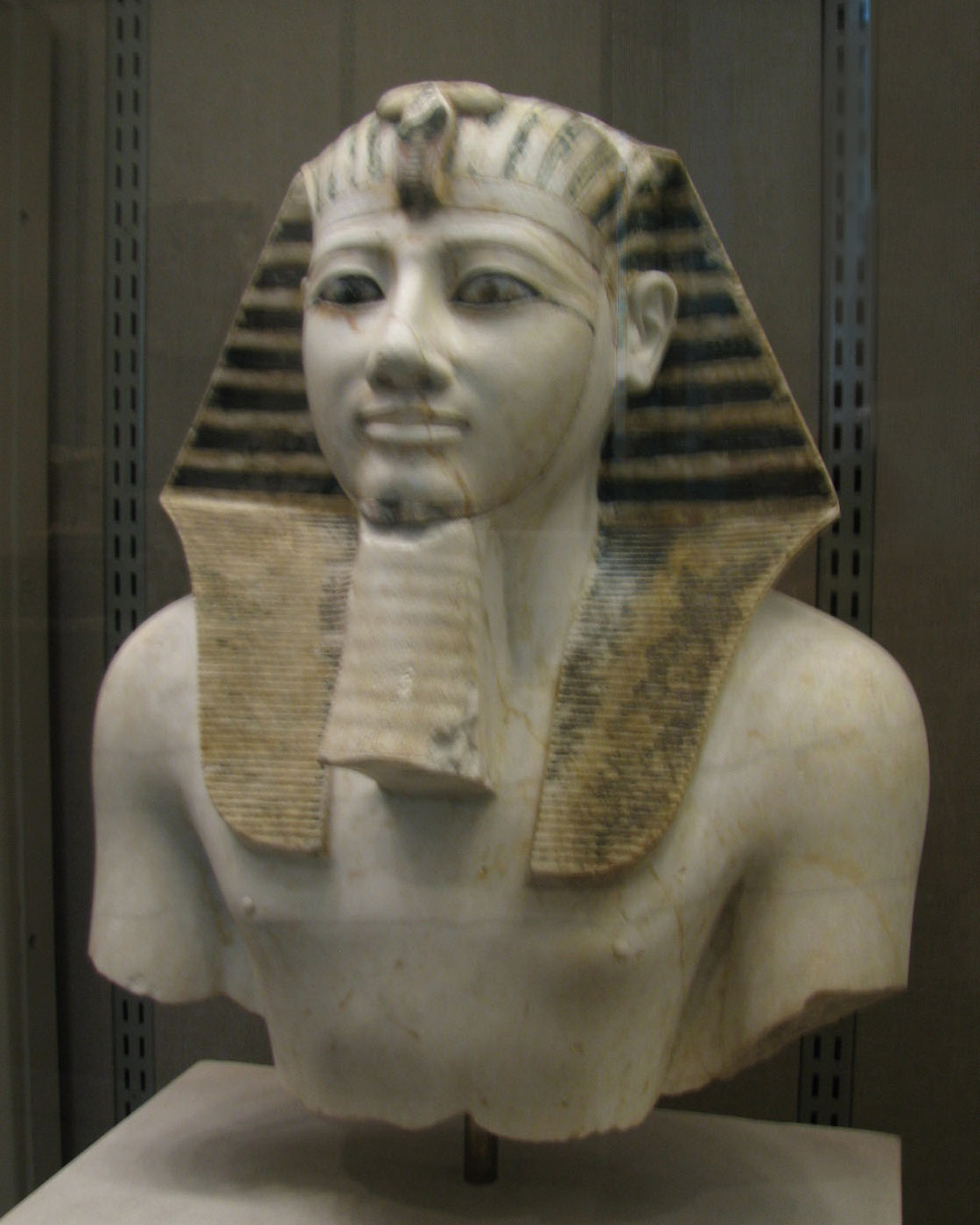 what relationship was tutankhamun to tuthmosis the 3rd